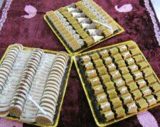فروش شیرینی باقلوا نقل سوغات شهرستان و انواع حلوا خرمایی برای مراسم ترحیم